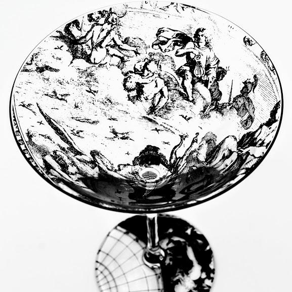 Martini glass neoclassical scene of Zeus, Apollo and Hermes