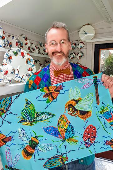 Andy Douglas demonstrating big bug tea towels